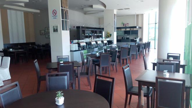 Swan Garden Hotel - Malakka - Ravintola