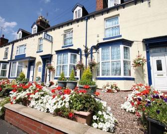Meadows Way Guest House - Uttoxeter - Gebouw