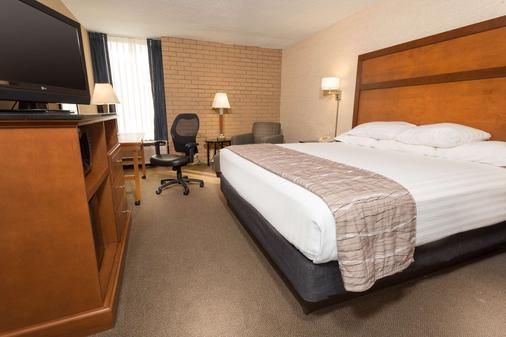 Drury Inn & Suites Champaign - Champaign - Phòng ngủ