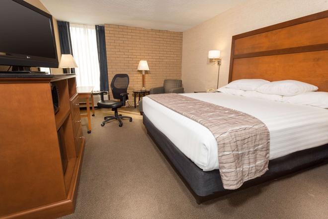 Drury Inn & Suites Champaign - Champaign - Bedroom