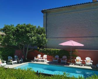 Hotel Sous Les Figuiers - Saint-Rémy-de-Provence - Πισίνα