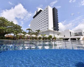 Art Hotel Ishigakijima - Ishigaki - Pool