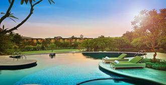 The Gateway Resort Damdama Lake Gurgaon - Gurugram - Pool