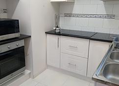 Losin Guest House - Водопады Виктория - Кухня