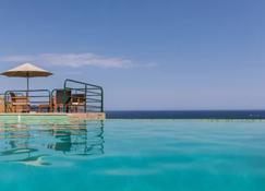 卡斯杜魯酒店 - 聖弗洛朗 - 游泳池