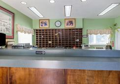 Suburban Extended Stay Abercorn - Savannah - Front desk