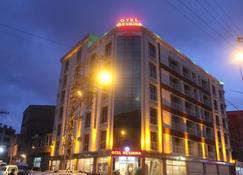 Resmina Hotel - Van - Byggnad