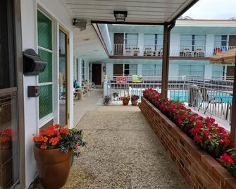 Ivanhoe Motel & Apartments - North Wildwood - Patio