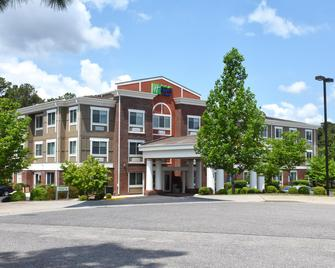 Holiday Inn Express Hotel & Suites Southern Pines - Southern Pines - Edificio