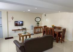 Rich Place Squareville - San Fernando