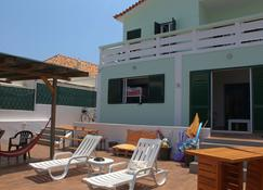 Faro Beach Life Hostel - Faro - Patio
