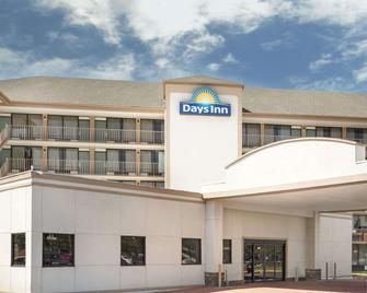 Days Inn by Wyndham Columbus-North Fort Benning - Columbus - Building