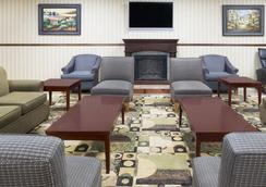 Days Inn by Wyndham Columbus-North Fort Benning - Columbus - Lounge