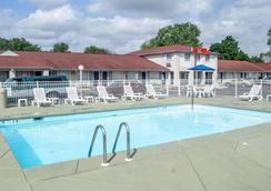 南部伊克諾套房酒店 - 桑杜斯基 - 桑達斯基 - 游泳池