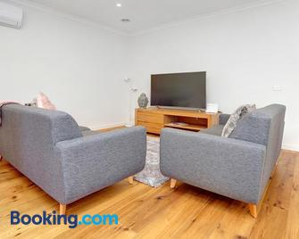 Staughton Sounds - Rye - Living room