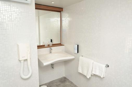 瓦倫斯諾南鐘樓酒店 - 瓦朗斯 - 瓦朗斯 - 浴室