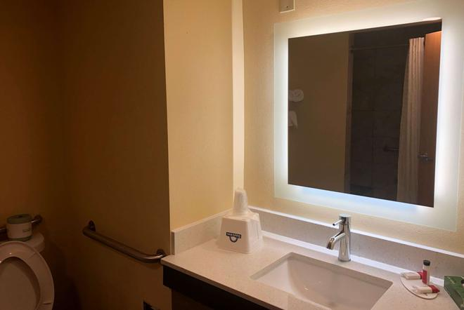 Days Inn by Wyndham Grove City Columbus South - Grove City - Bathroom