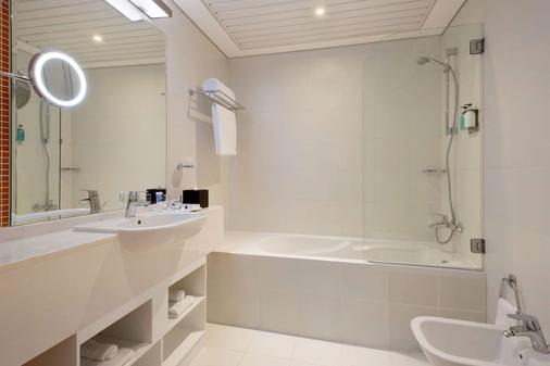 阿布扎比市中心溫德姆 TRYP 酒店 - 阿布達比 - 阿布達比 - 浴室