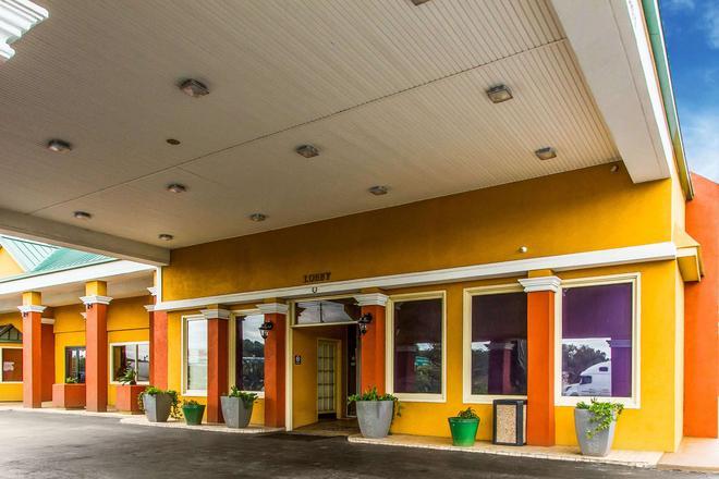 Quality Inn Auburn I-85 at US 280 - Opelika - Rakennus
