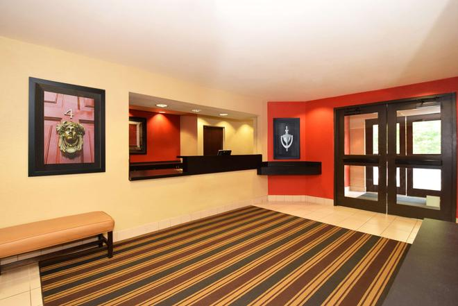 Extended Stay America - Jackson - East Beasley Road - Jackson - Front desk