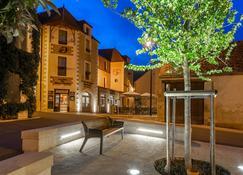 Hotel Restaurant Famille Bourgeois - Sancerre - Edificio