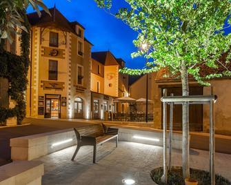 Hotel Restaurant Famille Bourgeois - Sancerre - Building