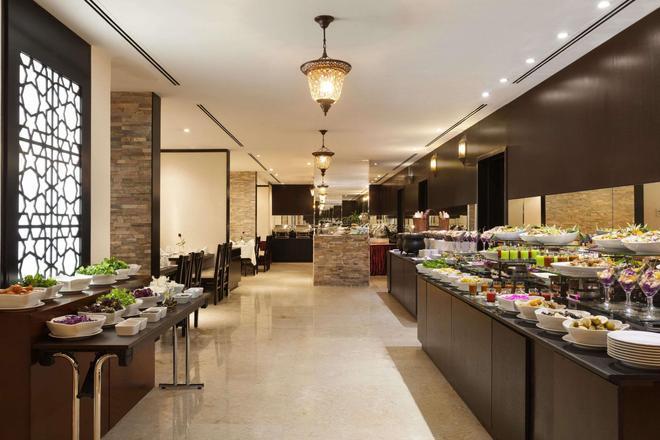 阿治曼華美達酒店和套房 - 阿治曼 - 阿治曼 - 自助餐