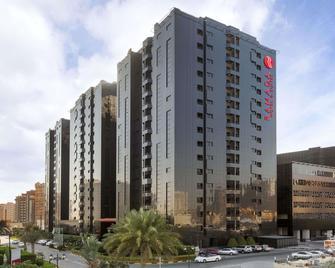 Ramada Hotel & Suites by Wyndham Ajman - Ajman - Gebouw