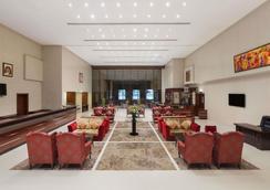 阿治曼華美達酒店和套房 - 阿治曼 - 阿吉曼 - 大廳