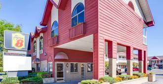 Super 8 by Wyndham Mackinaw City/Beachfront Area - Mackinaw City - Edificio