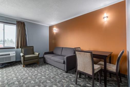 Airport Traveller's Inn - Calgary - Living room