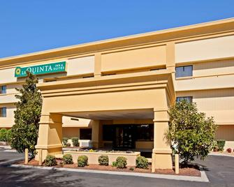 La Quinta Inn & Suites by Wyndham Nashville Airport - Nashville - Building