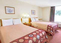 Super 8 by Wyndham Walterboro - Walterboro - Bedroom
