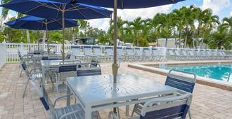 Club Naples RV Resort - Νάπολη - Βεράντα