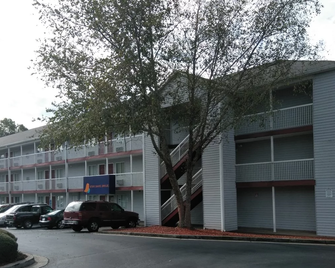 Intown Suites Extended Stay Atlanta Ga - Conyers - Conyers - Building