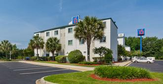 Motel 6 Columbia East - Columbia - Building
