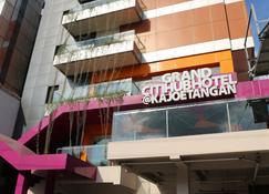 โรงแรมแกรนด์ซิตี้ฮับ กาจูตางัน - มะลัง - อาคาร