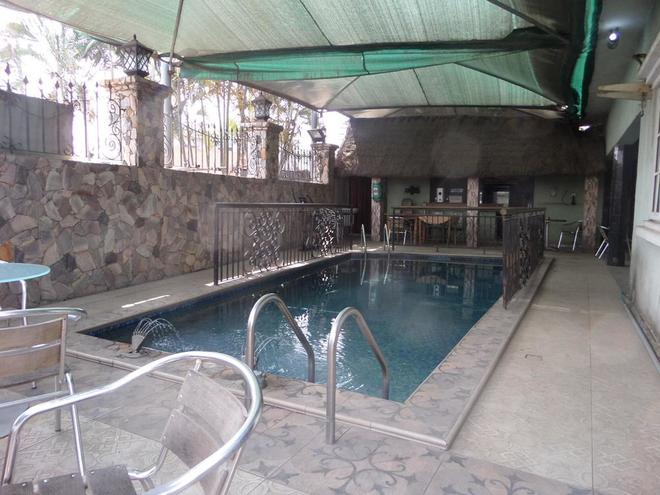 La Christine Suites - Mushin - Pool