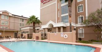 Drury Inn & Suites McAllen - McAllen - Toà nhà