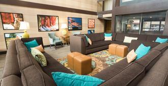 Drury Inn & Suites McAllen - מק'אלן - טרקלין