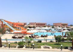 The Three Corners Happy Life Beach Resort - Marsa Alam - Pool