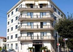 Hotel Astoria - Alberobello - Building