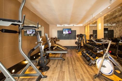 Villa Saint Exupéry Beach - Hostel - Nice - Gym
