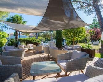 Best Western Sevan Parc Hotel - Pertuis - Innenhof