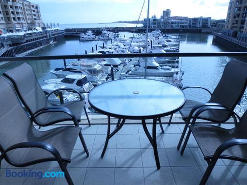 Lights Landing Apartments - Glenelg - Balcony