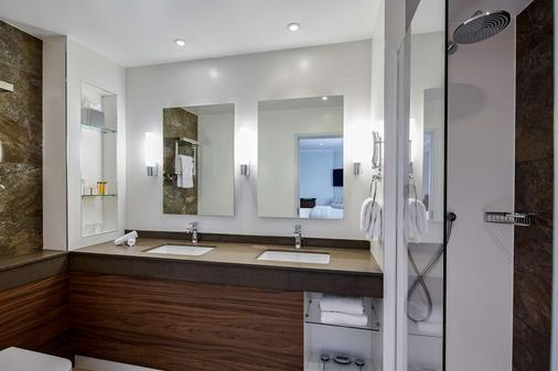 Sir Christopher Wren Hotel and Spa - Windsor - Bathroom