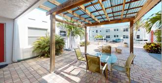 Sun Beach Inn - Hollywood - Innenhof