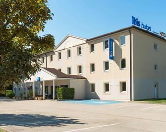 ibis budget Lons-le-Saunier - Лонс-ле-Соньє - Building