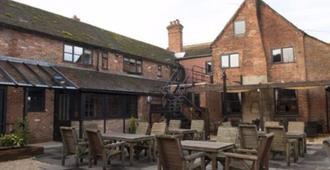 Crown and Horns Inn - Newbury - Patio