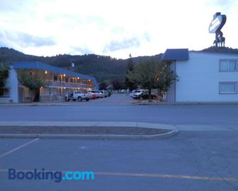 Trail Motel - Kellogg - Building
